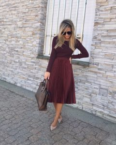 burgundy-pleated-midi-skirt