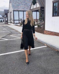 black-pleated-skirt