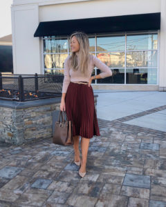 pleated-midi-skirt-work-outfit